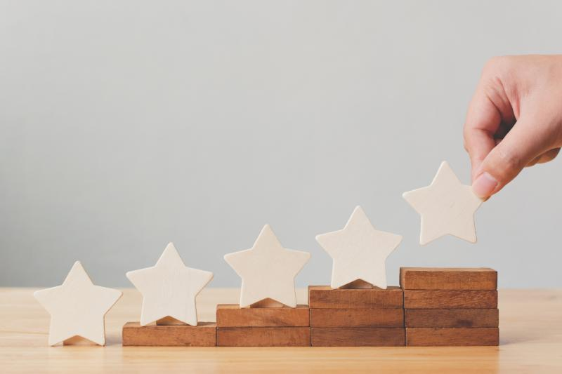 four wooden blocks in ascending height with white stars above the blocks.